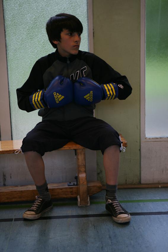 Der zwölfjährige Omed kommt mit seinem Freund Christian regelmäßig zum Training. Blin erkennt schnell, in wem ein Talent schlummert und wer den Willen hat. Omed hat ihn auf jeden Fall.