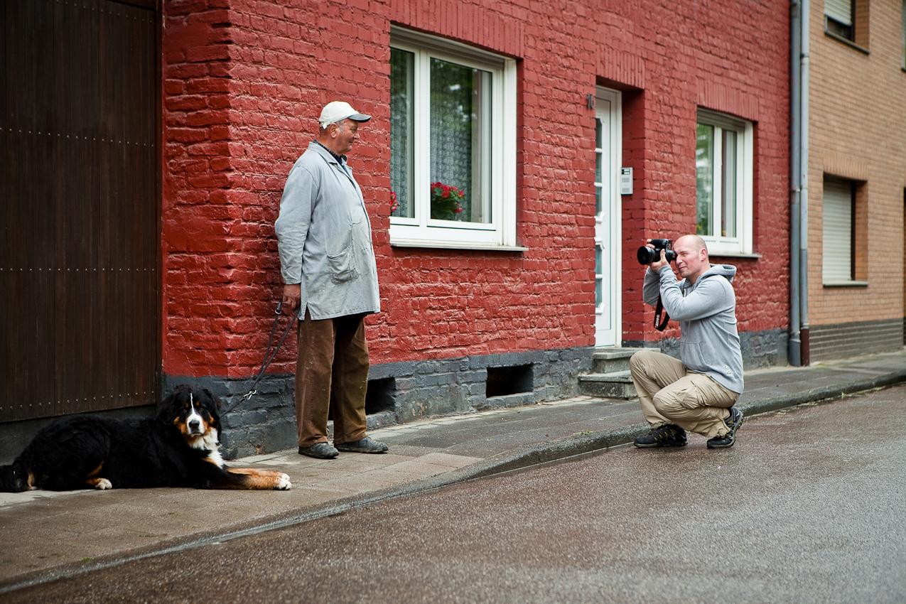 Der Fotograf Matthias Sandmann bei der Arbeit. Fotografiert von Bärbel Sandmann
